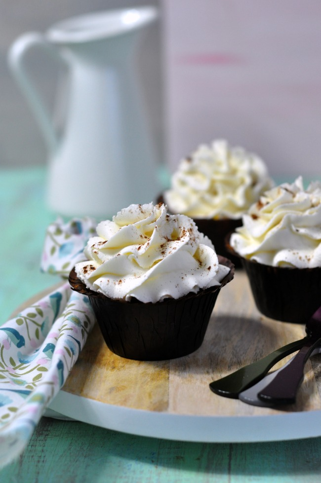 cupcakes de canela con chocolate blanco