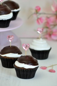 Hi-hat cupcakes de chocolate, merengue y frambuesa