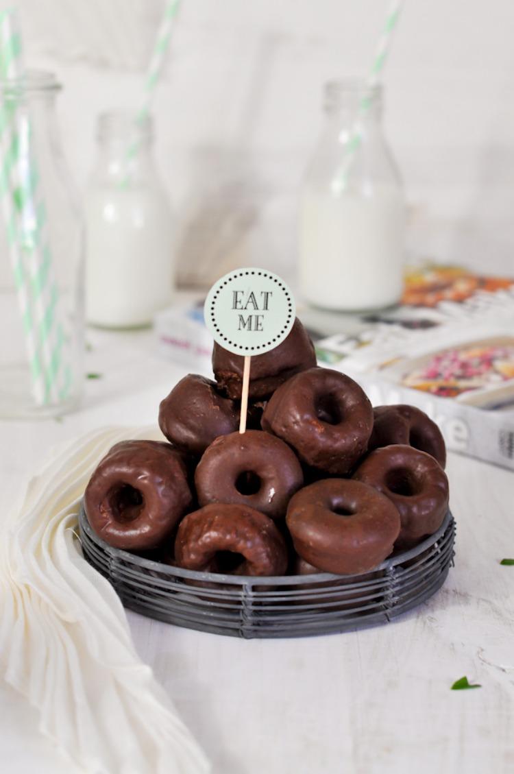 donuts horneados con glaseado de chocolate