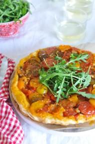 Tatin de tomate y albahaca
