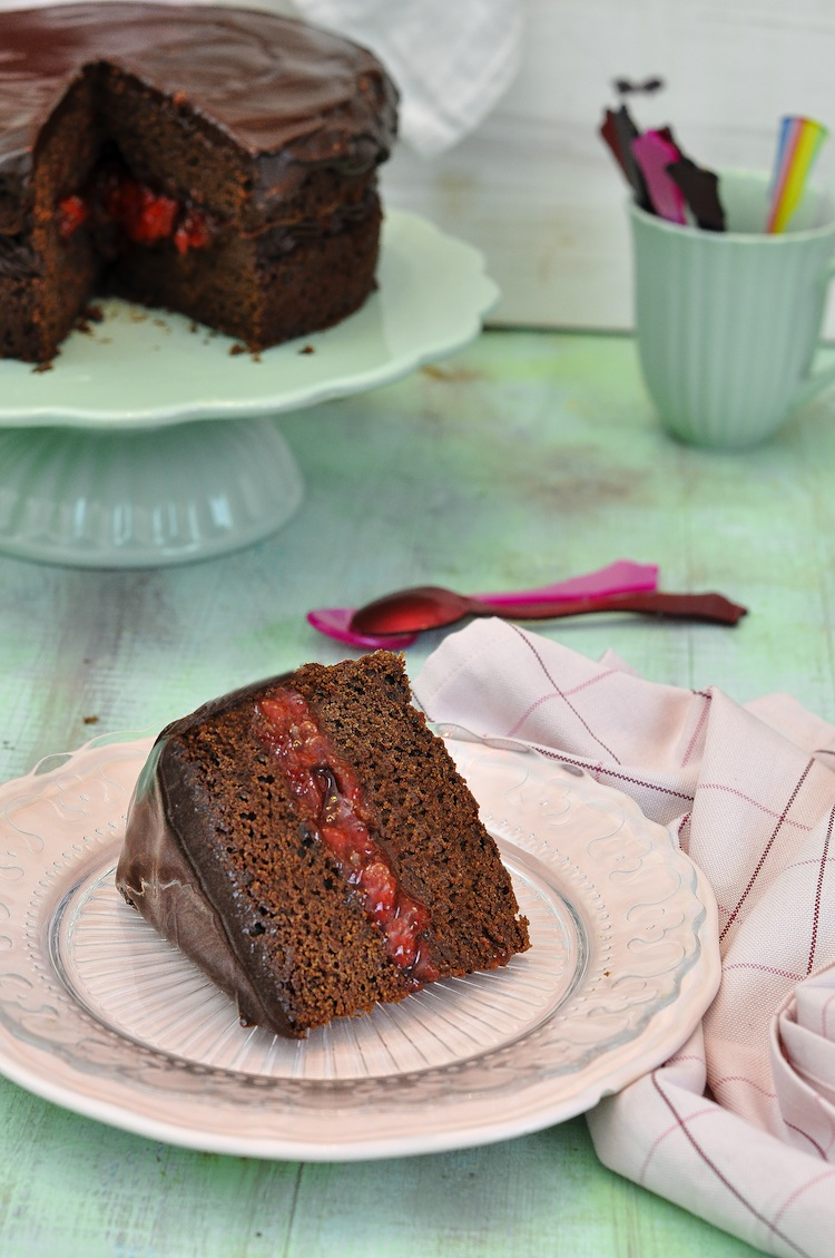 tarta de chocolate y confitura de fresas