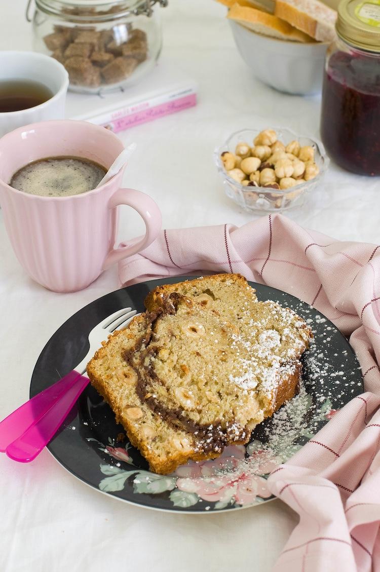 banana bread con platano, nutella y avellanas