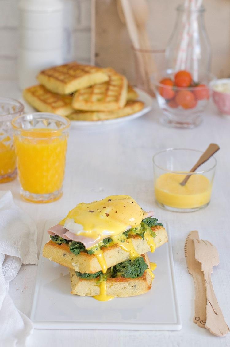 huevos benedictine con gofres